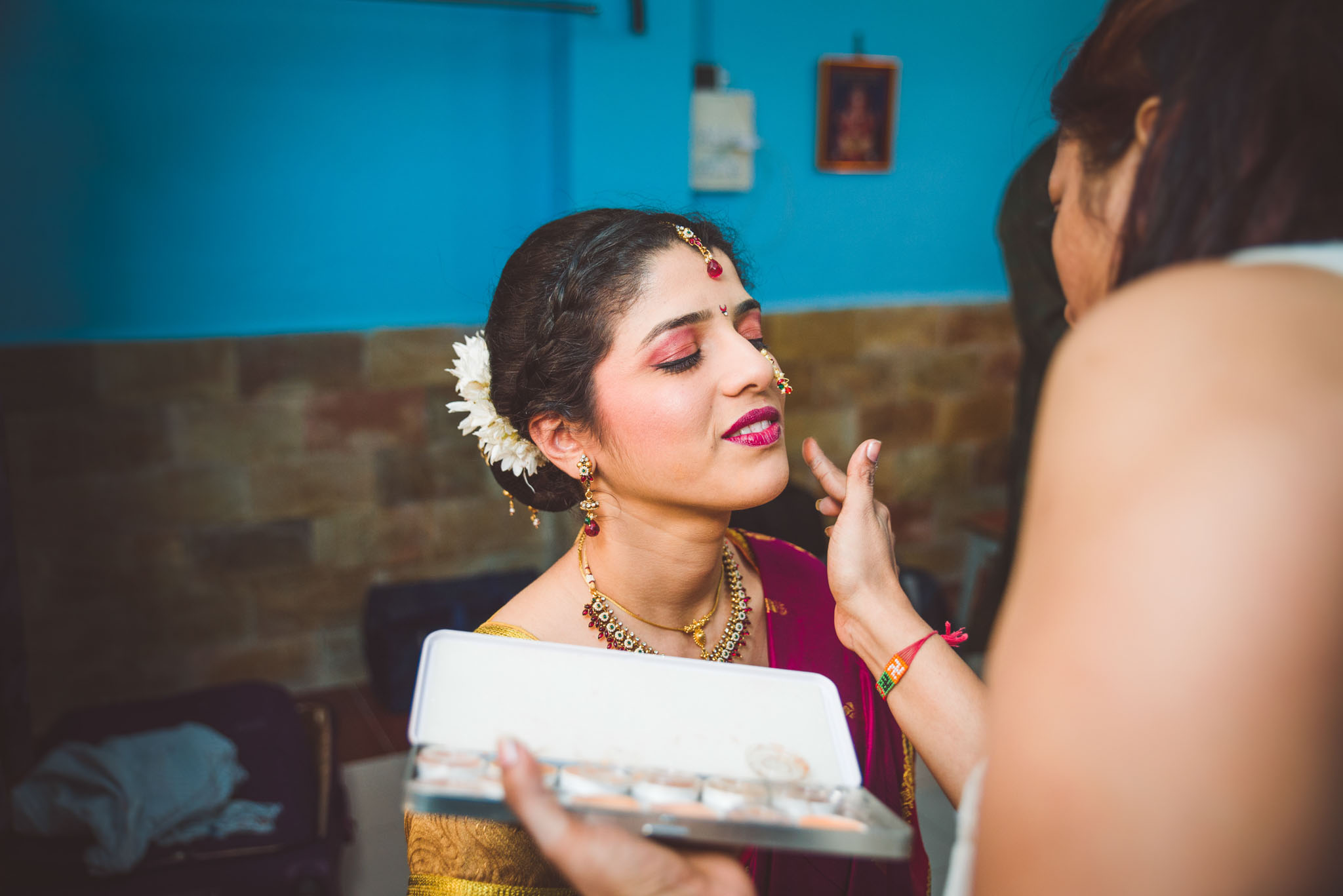 Make-up-getting-ready-brides-photography-16