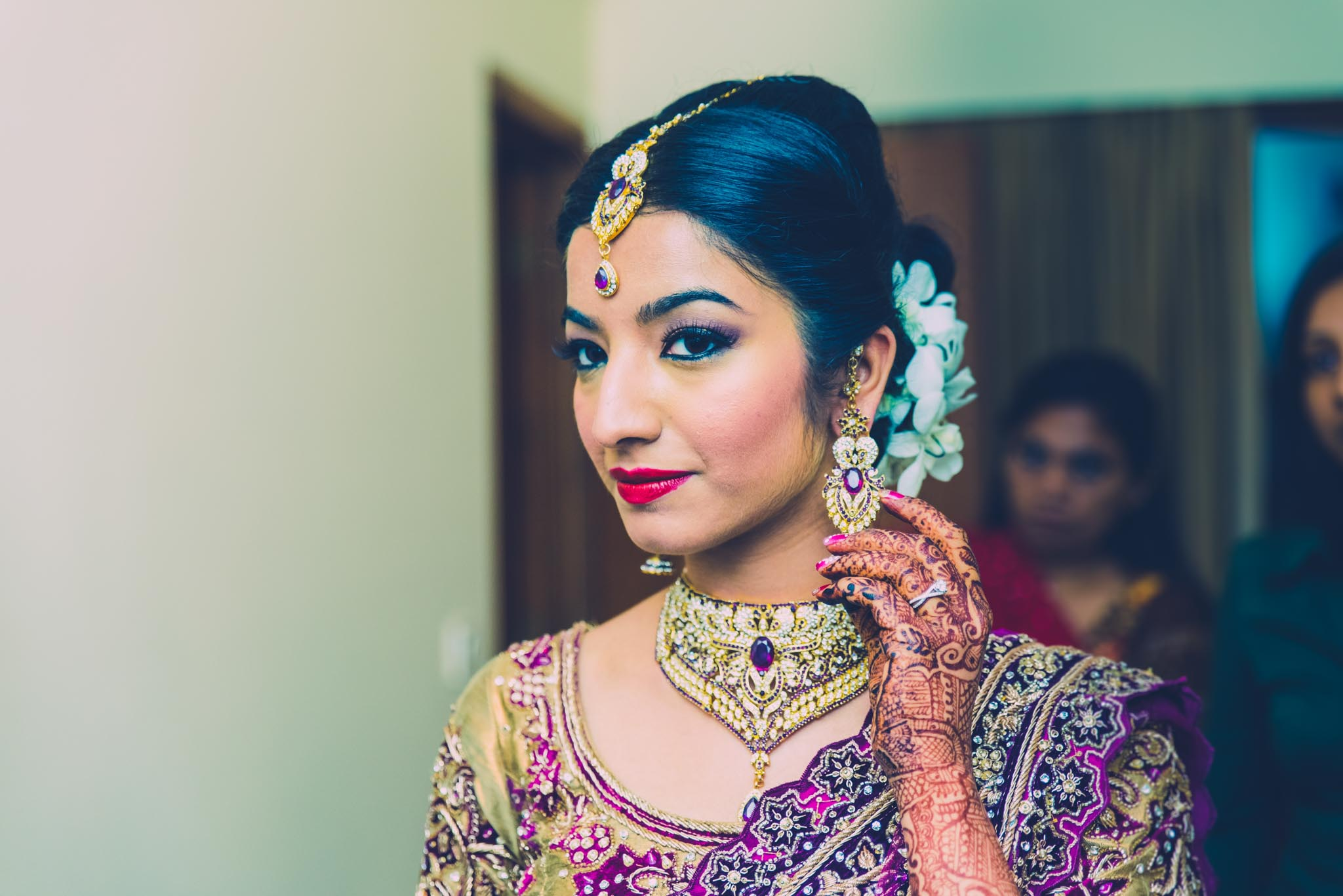 Make-up-getting-ready-brides-photography-35