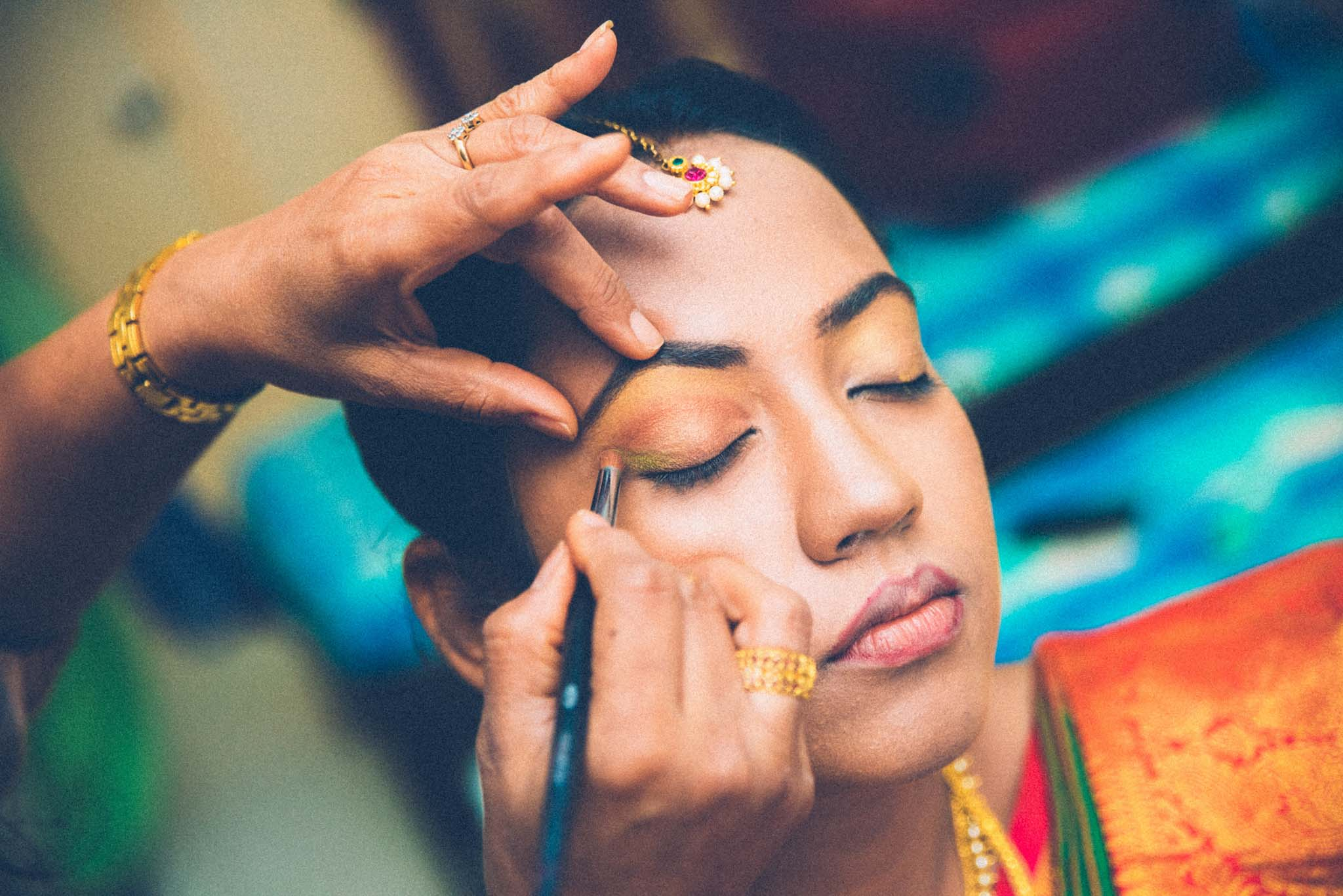 Make-up-getting-ready-brides-photography-43