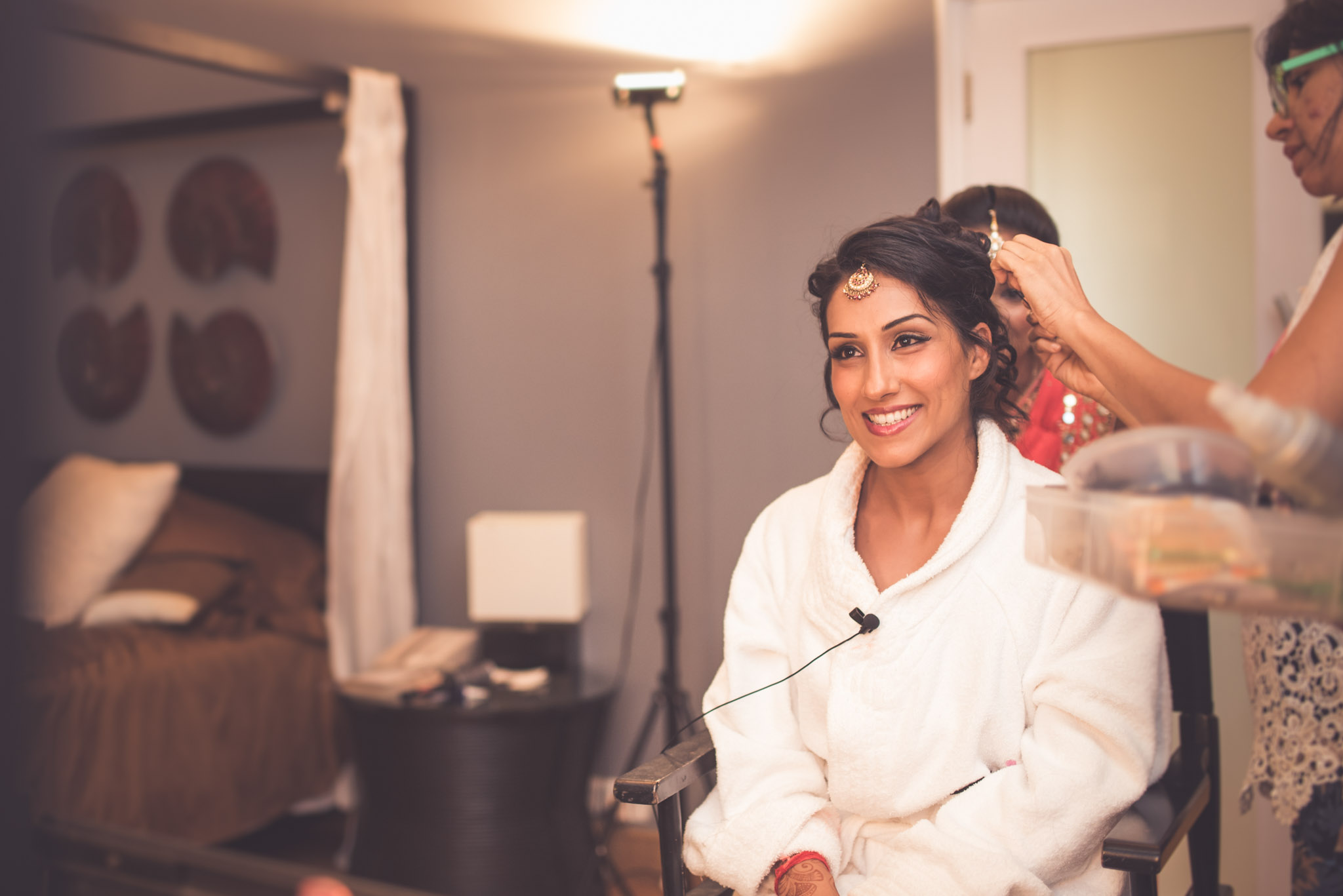 Make-up-getting-ready-brides-photography-49