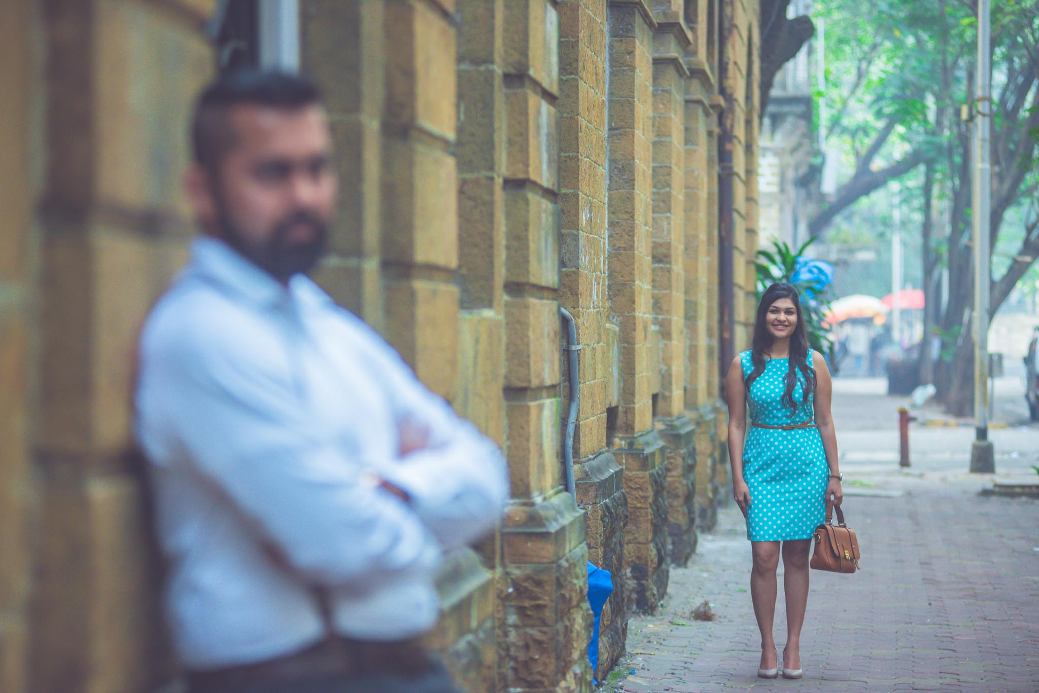 retro-styled-mumbai-pre-wedding-shoot-ballard-estate-2