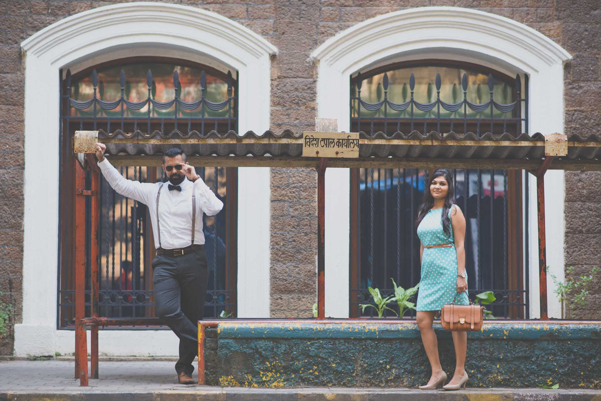 retro-styled-mumbai-pre-wedding-shoot-ballard-estate-25