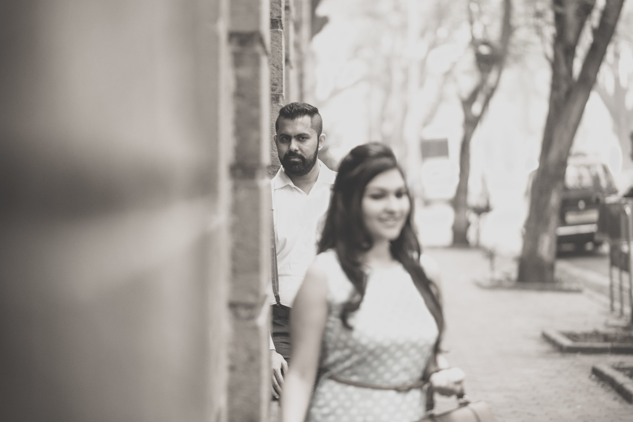 retro-styled-mumbai-pre-wedding-shoot-ballard-estate-7
