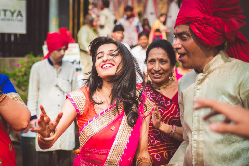 Gujrati-Candid-Wedding-Photography-Mumbai-29