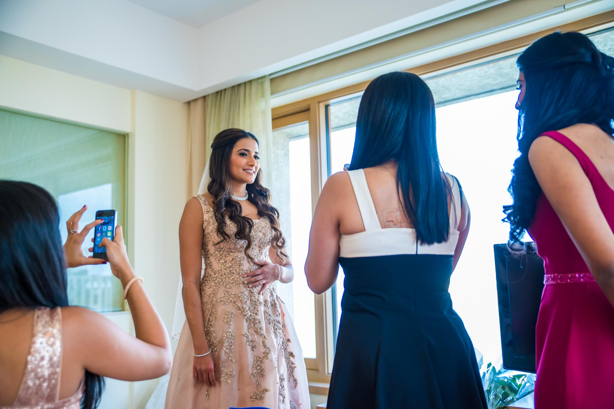Makeup-room-bride-lehenga-whatknot-photography-113