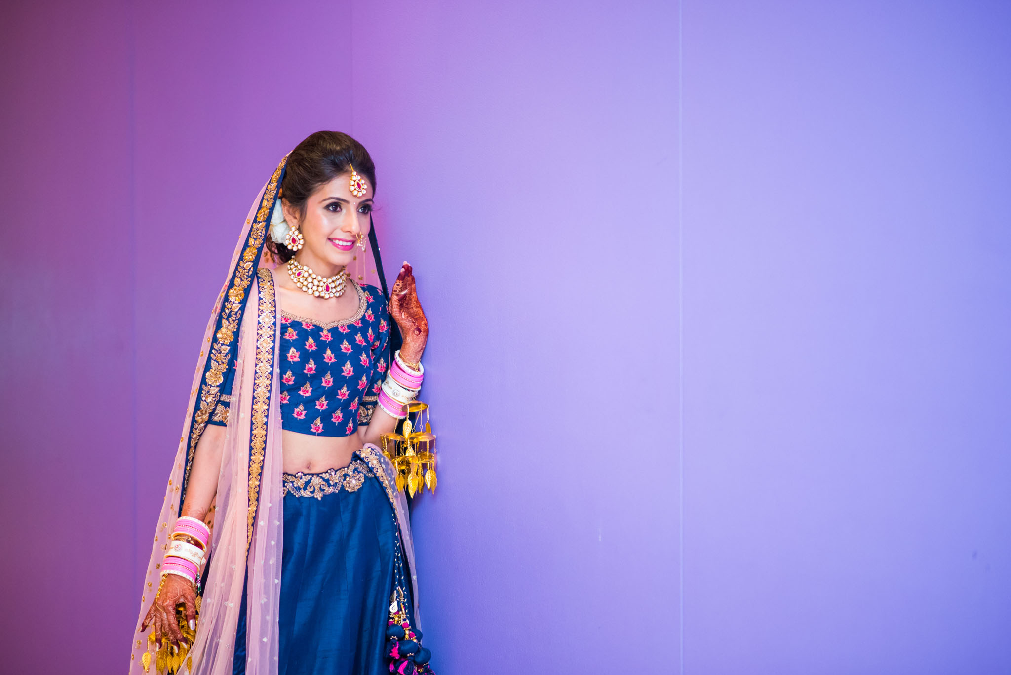 Makeup-room-bride-lehenga-whatknot-photography-127