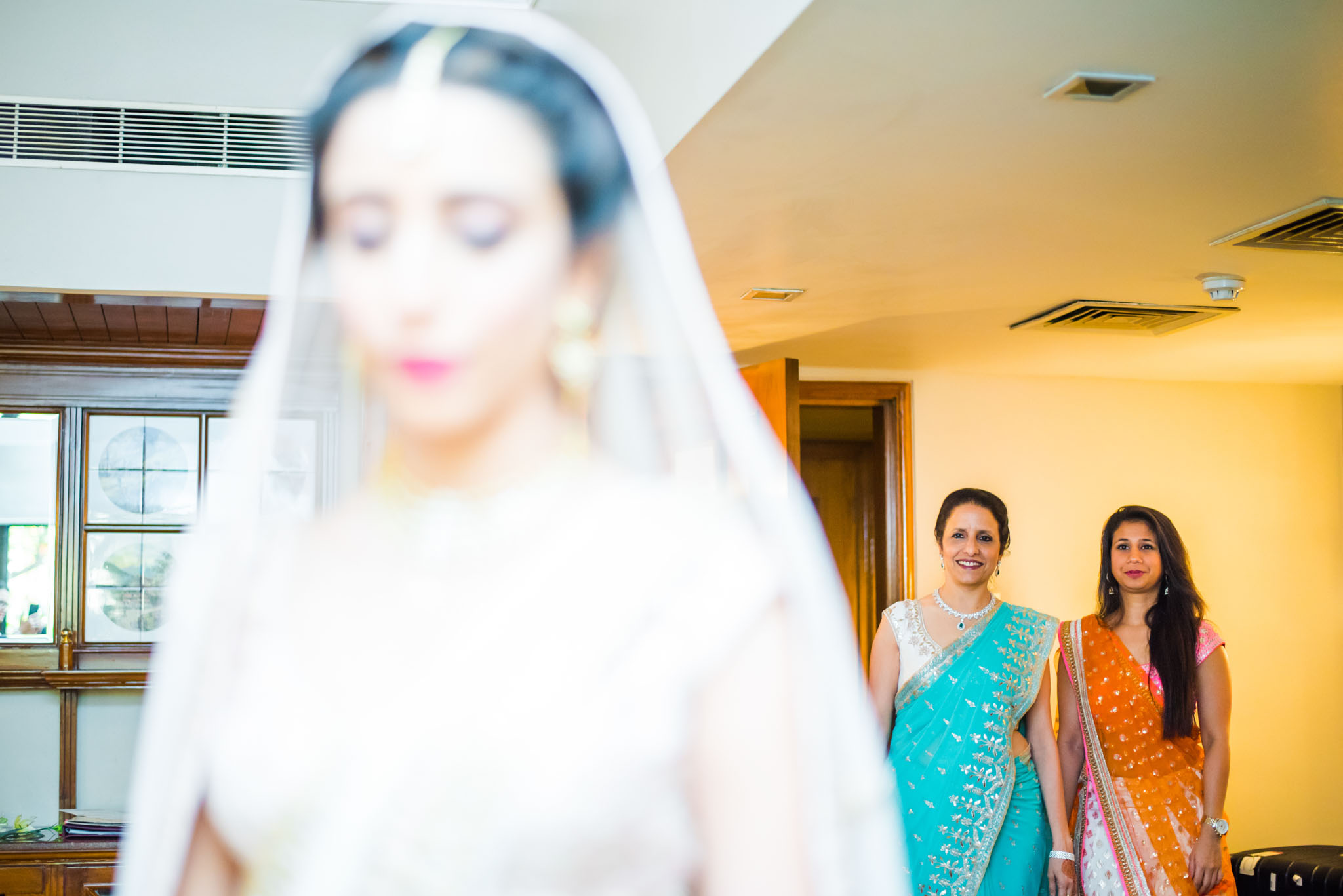 Makeup-room-bride-lehenga-whatknot-photography-142