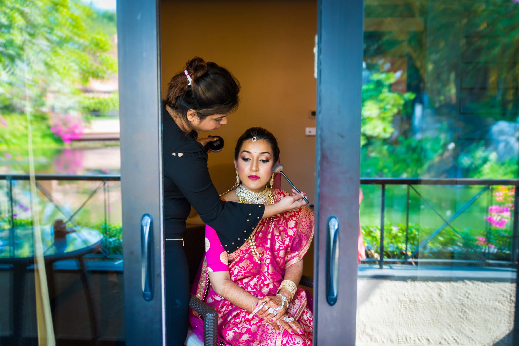 Makeup-room-bride-lehenga-whatknot-photography-161