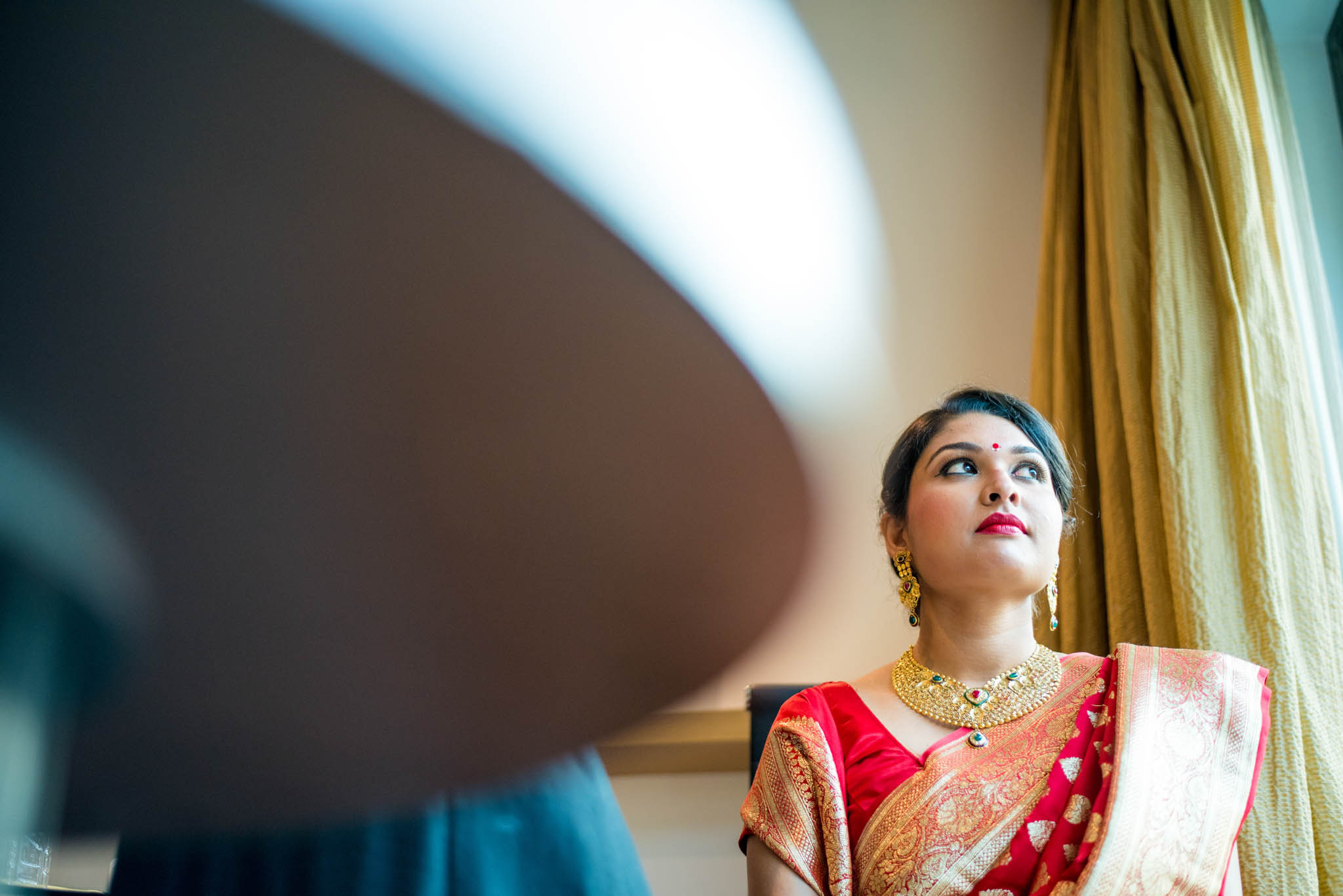 Makeup-room-bride-lehenga-whatknot-photography-35
