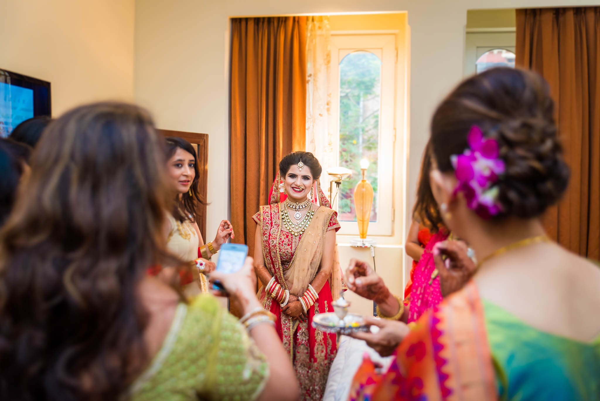 Makeup-room-bride-lehenga-whatknot-photography-4
