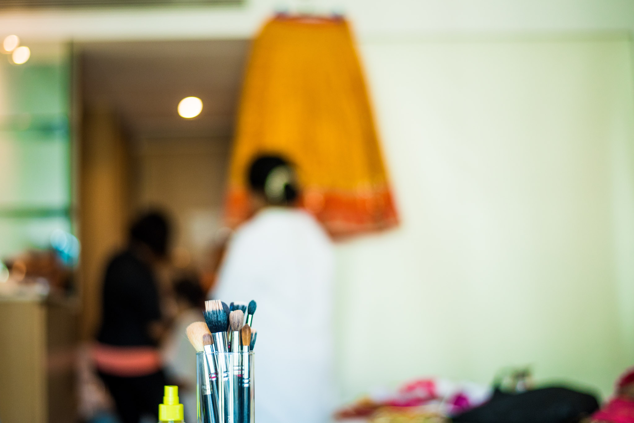 Makeup-room-bride-lehenga-whatknot-photography-41