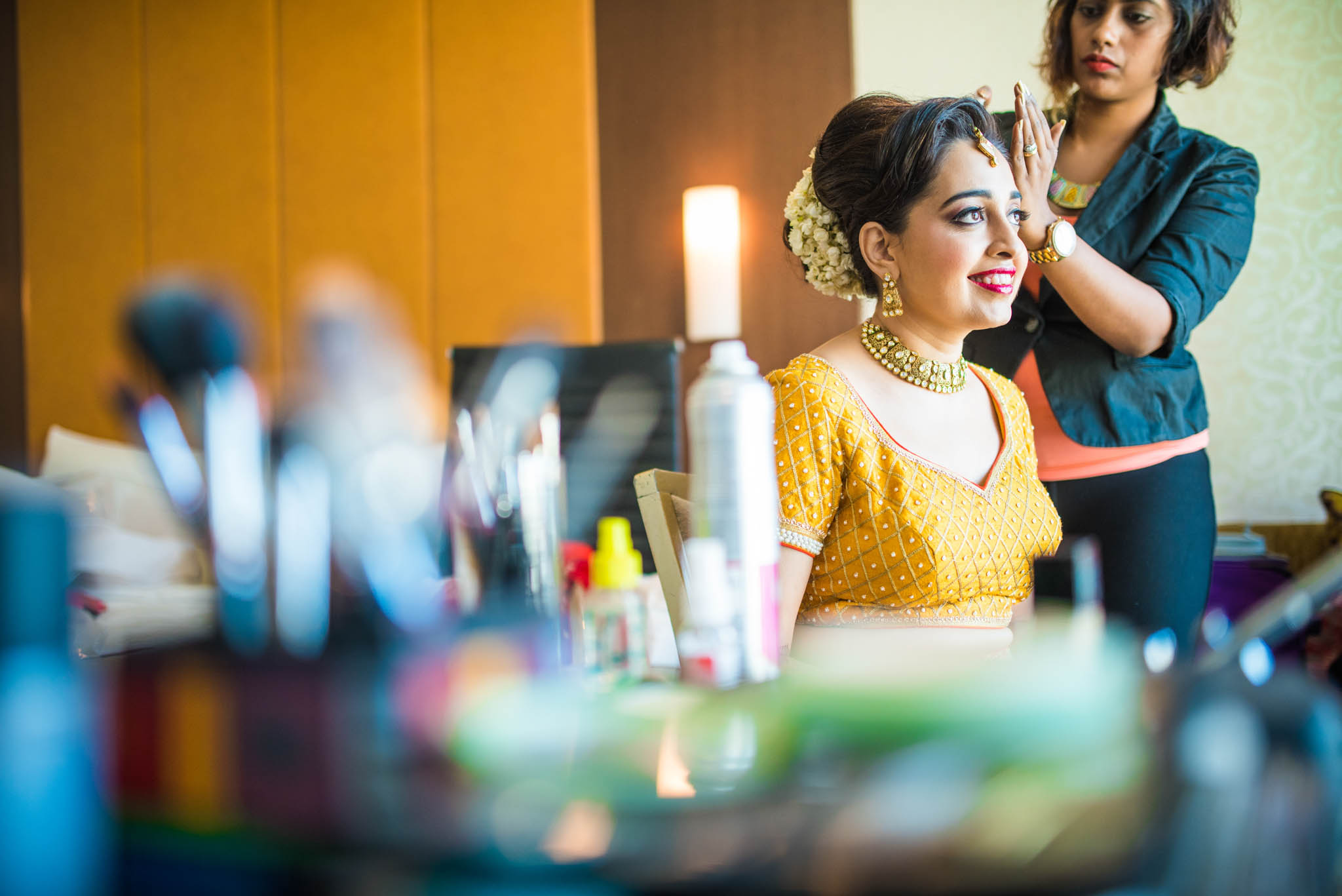 Makeup-room-bride-lehenga-whatknot-photography-50