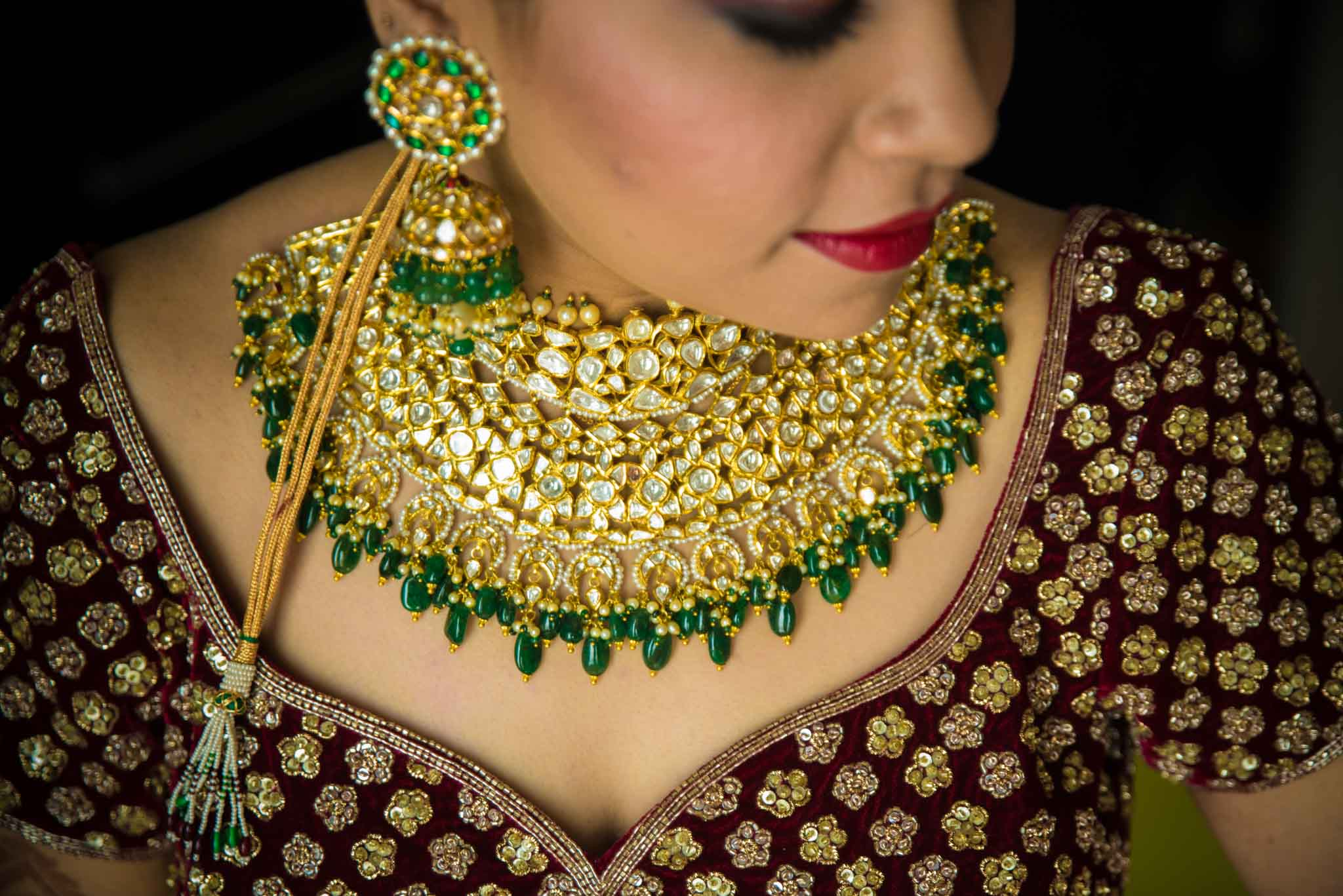 Makeup-room-bride-lehenga-whatknot-photography-55