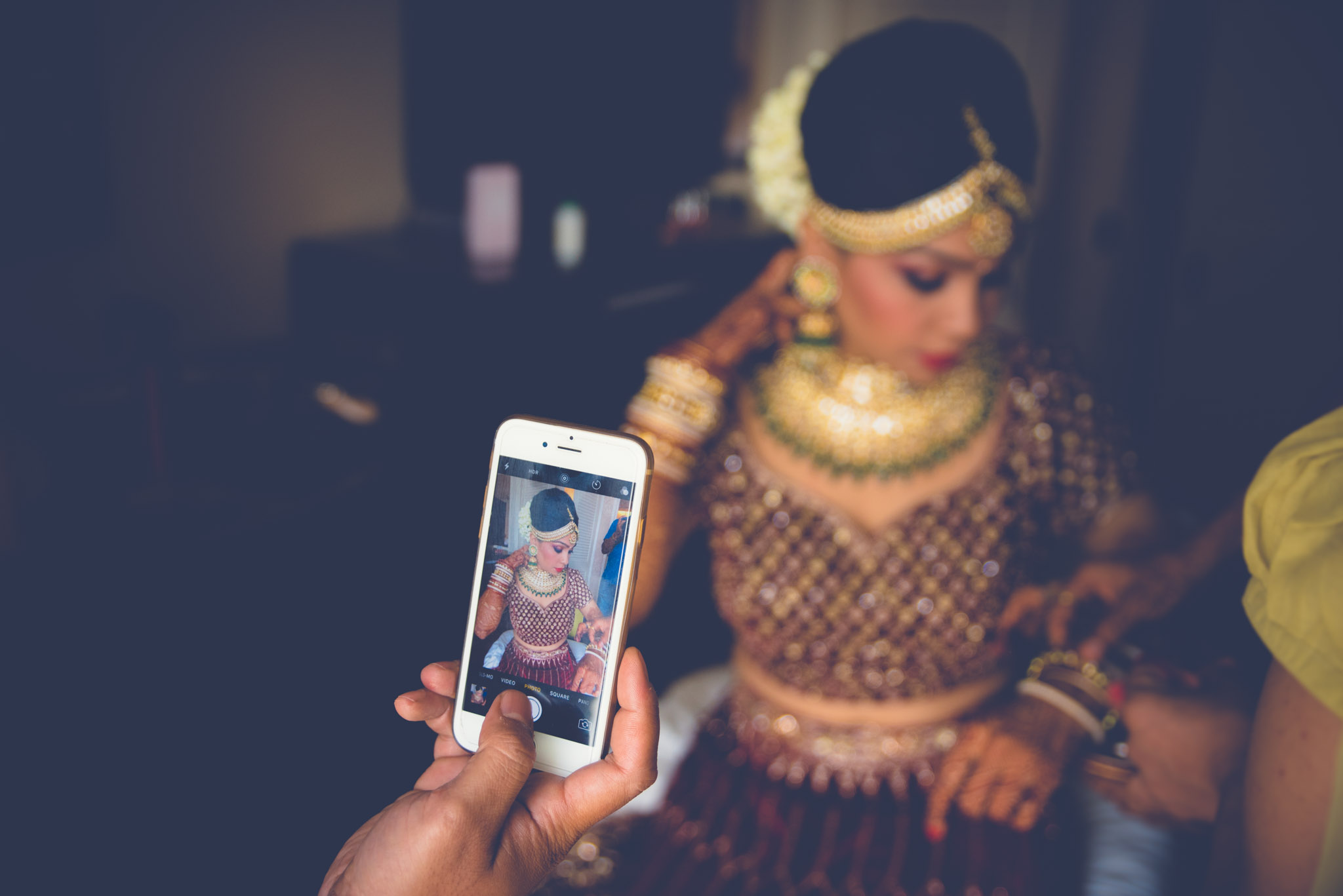 Makeup-room-bride-lehenga-whatknot-photography-59