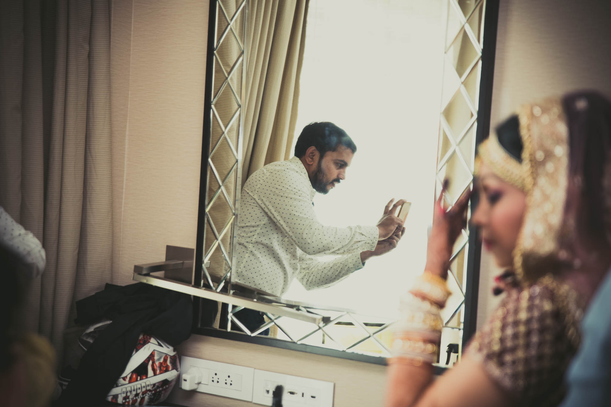 Makeup-room-bride-lehenga-whatknot-photography-61