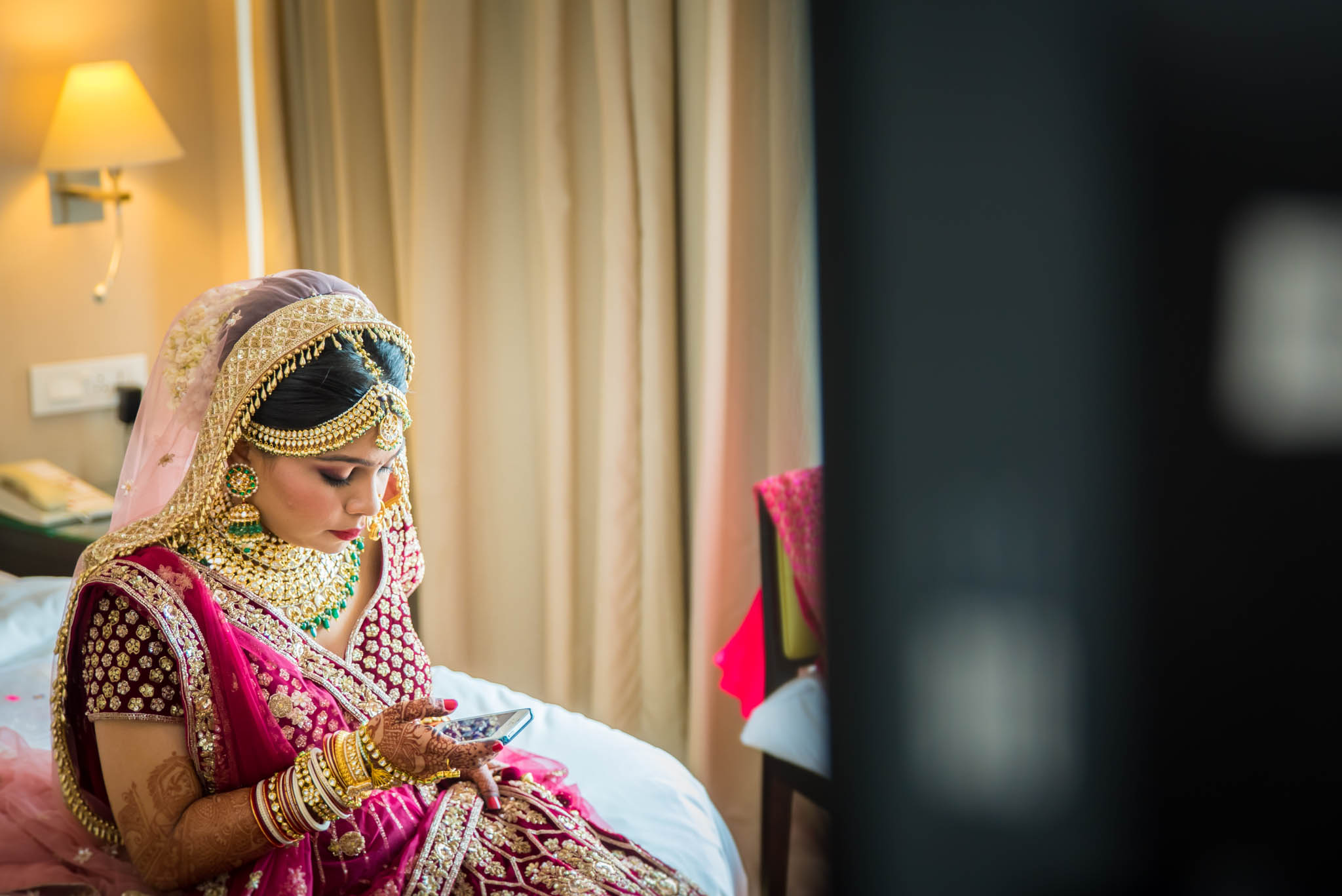 Makeup-room-bride-lehenga-whatknot-photography-62