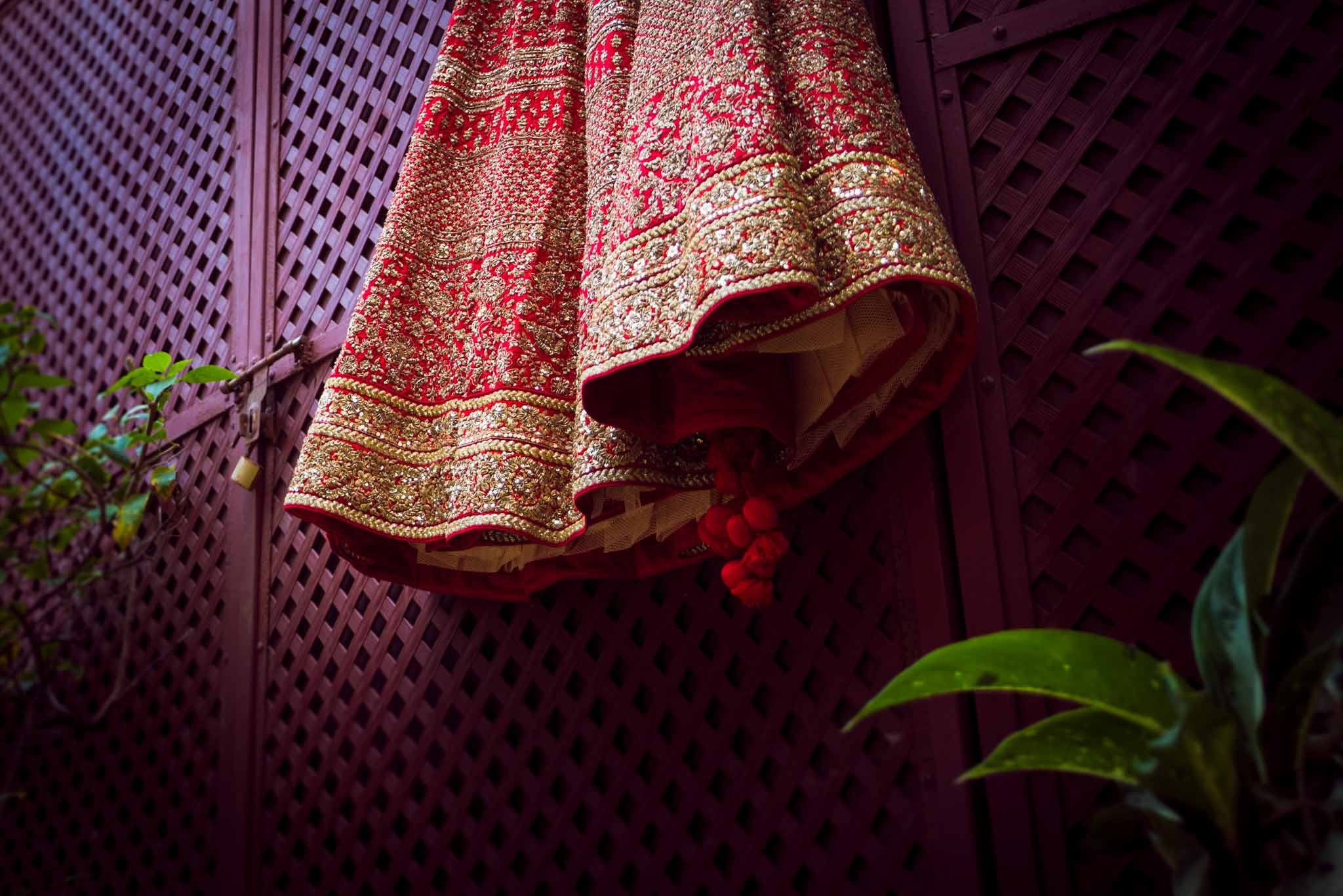 Makeup-room-bride-lehenga-whatknot-photography-8