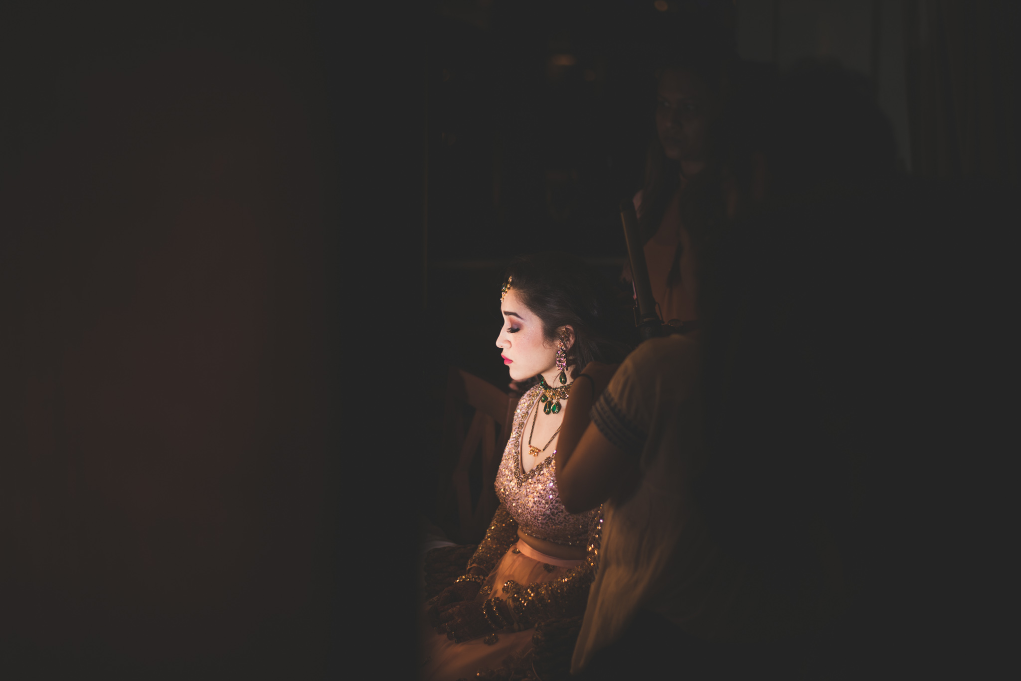 Makeup-room-bride-lehenga-whatknot-photography-84