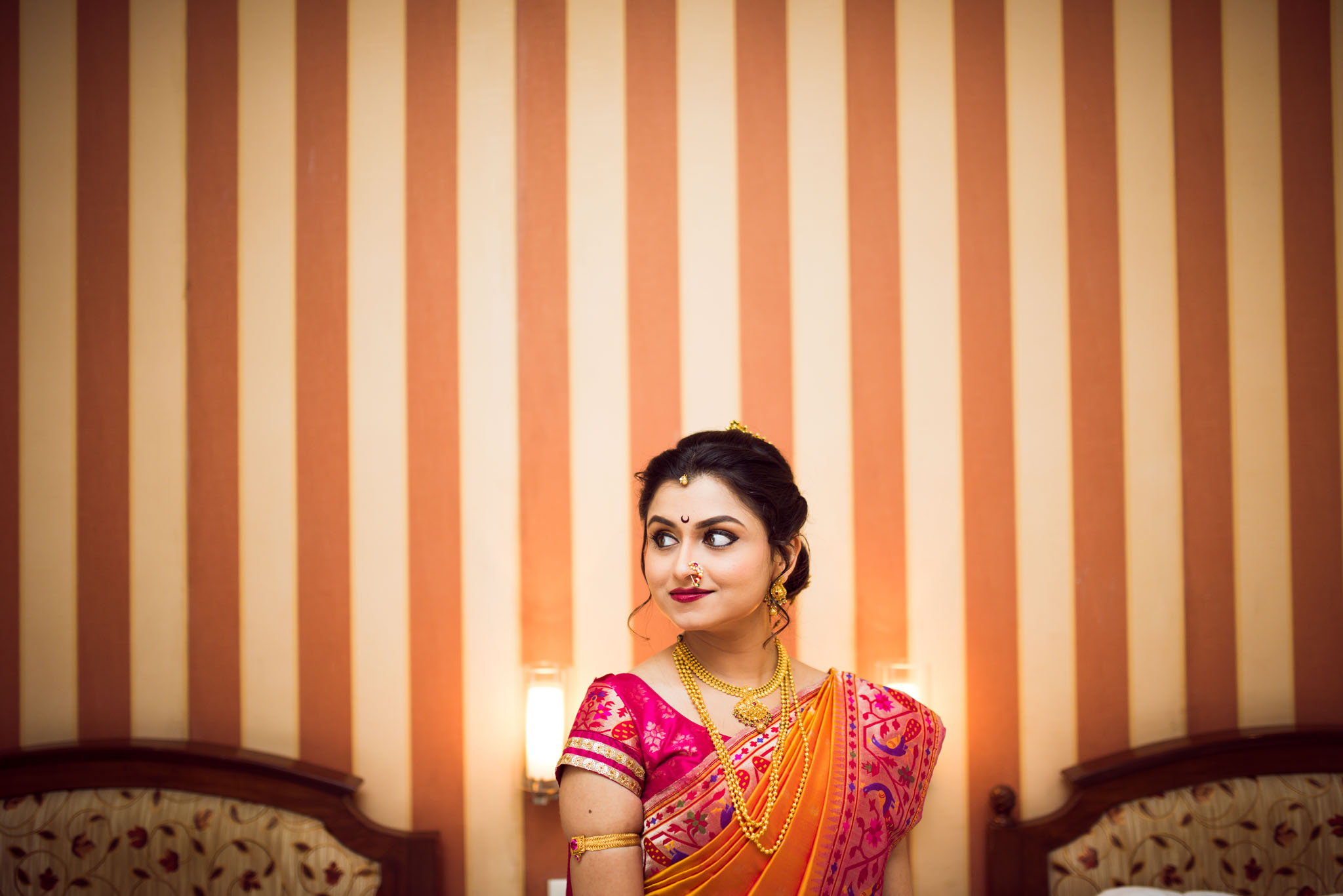 Makeup-room-bride-lehenga-whatknot-photography-86