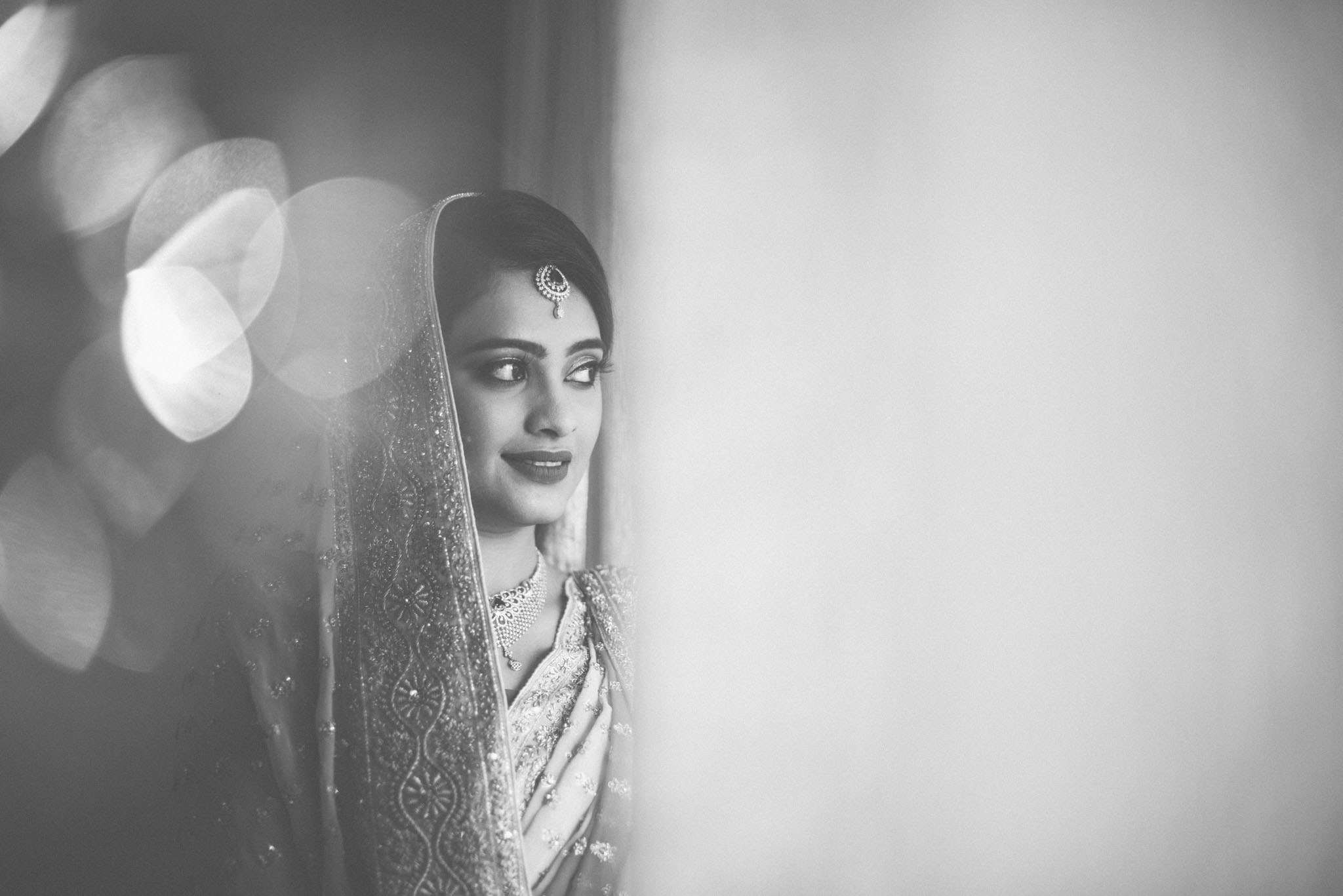 Makeup-room-bride-lehenga-whatknot-photography-93